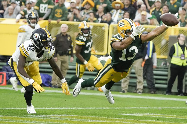Rodgers guía a Packers a victoria de 27-17 sobre Steelers